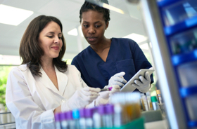Image: Two lab technicians consulting